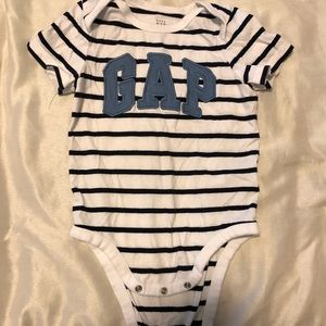 Baby Gap bodysuit 18-24m
